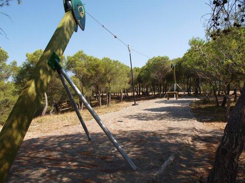 Binéfar renueva la instalaciones de la Sierra de San Quílez con una tirolina