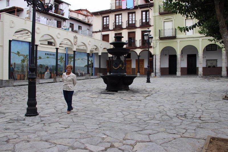 La villa impulsar un mercado ocasional de antig edades en - Mercado antiguedades barcelona ...