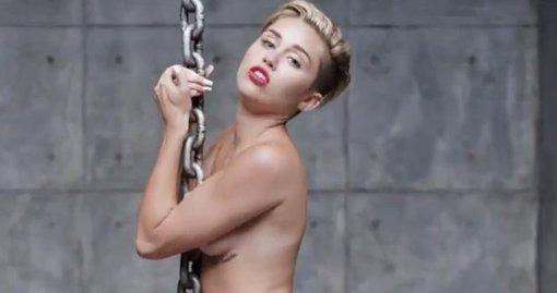 Miley Cyrus en su nuevo videoclip sexy