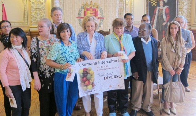 Foto de familia de la presentación de la X Semana Intercultural