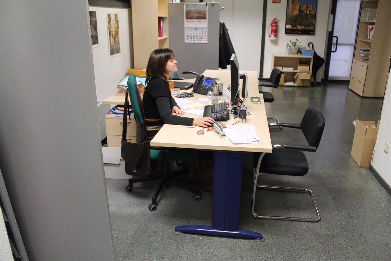Empleo convoca subvenciones por 6 millones para formaci n for Oficina empleo cantabria