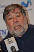 """Steve Wozniak """"pasa"""" del iPhone 5C y ve poco completos los 'smartwatches'"""