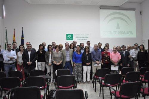 Ambrosio y Gómez (centro) con los alcaldes firmantes