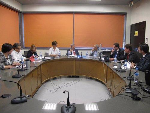 Reunión entre la Junta y Cosentino