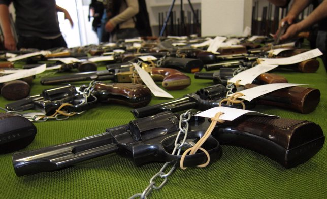 La guardia civil subastar 436 armas de distintas categor as for Horario oficina naviera armas