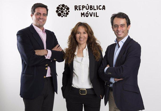 Cosme Primo de Rivera, Eva García y Carlos Vecino