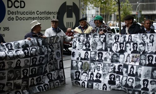 El cónsul de Argentina recibe a las víctimas del franquismo