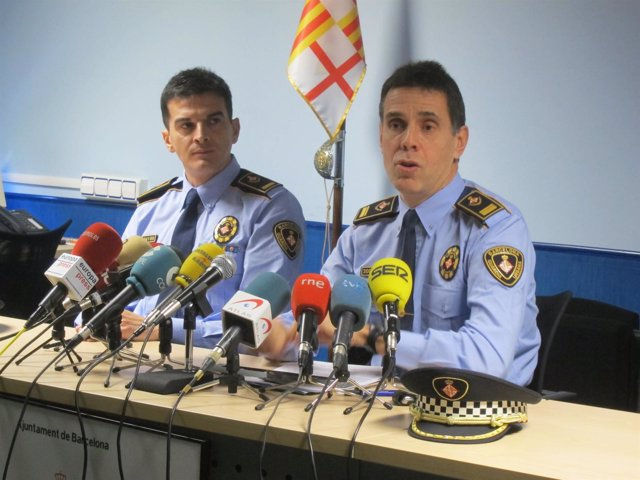 21 detenidos por clonar tarjetas bancarias en 9 cajeros for Cajeros barcelona