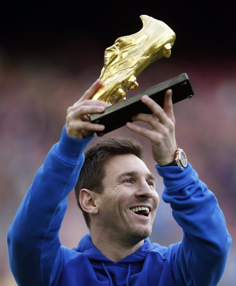 Messi recibe una gran ovaci n en el camp nou al que ha for Que es una beta de oro