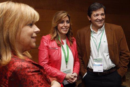 Javier Fernández, con Susana Díaz y Elena Valenciano