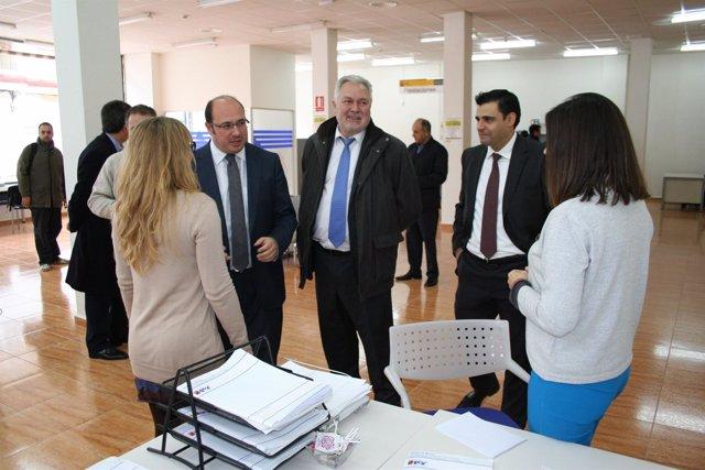 La comunidad inaugura en ceheg n una nueva oficina del sef for Oficina empleo murcia