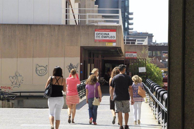El paro sube en noviembre en galicia frente a la ca da for Oficina empleo ourense