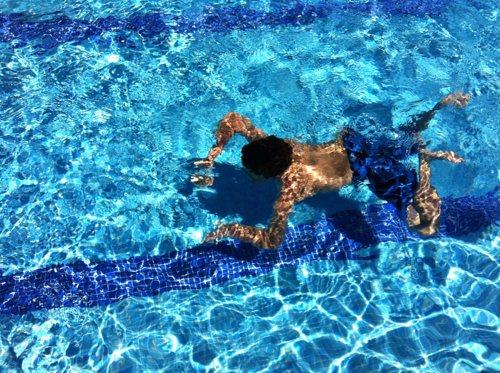 Cerca de 300 nadadores competir n este a o en el trofeo for Piscina miralbueno