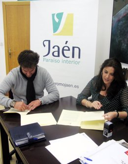 Firma convenio alcalde de Cambil