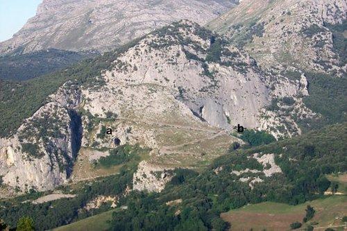 Monte Pando (Cantabria), que alberga El Mirón y Los Hornos