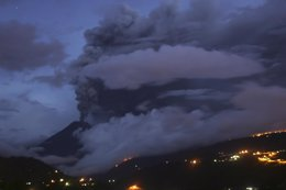 Imagen Del Volcán Tungurahua, En Ecuador