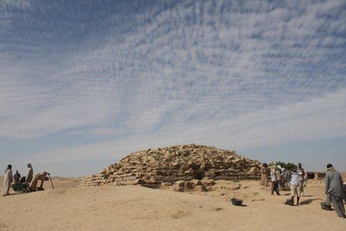 Pirámide escalonada de Edfu