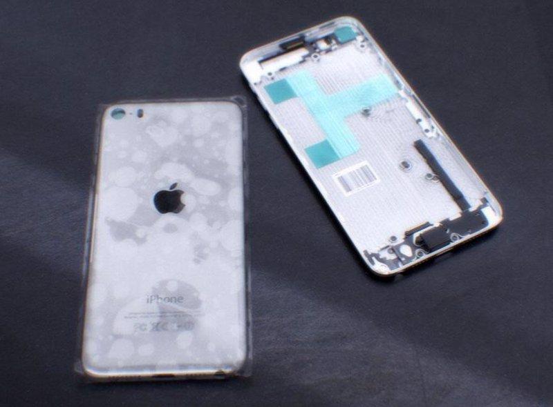 el iPhone 6 mostrando el interior sin sus tapas