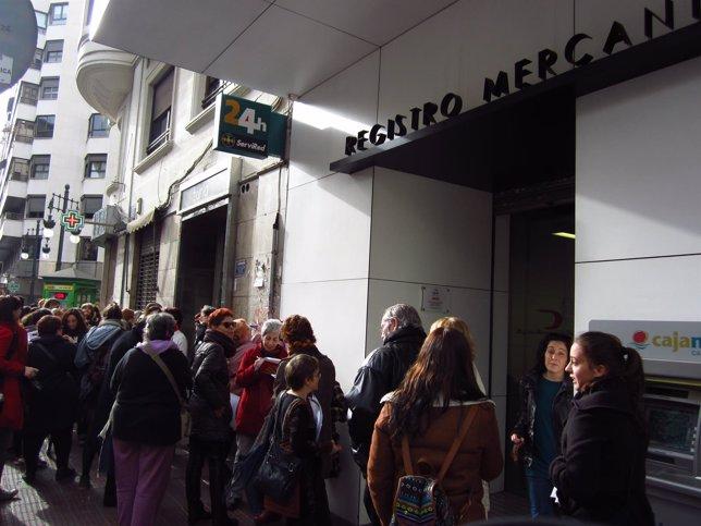 Casi un centenar de mujeres en valencia registran sus for Registro de bienes muebles de valencia