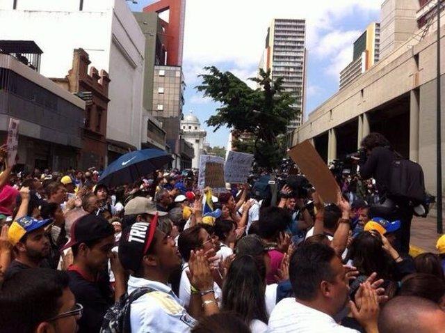 Concentración opositora frente al Palacio de Justicia de Caracas