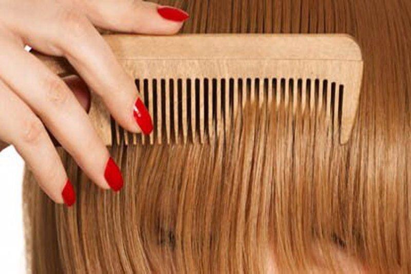 La máscara para los cabellos que restablece las morenas