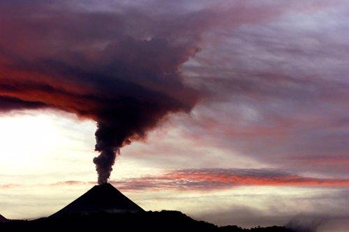 El volcán Pacaya en erupción