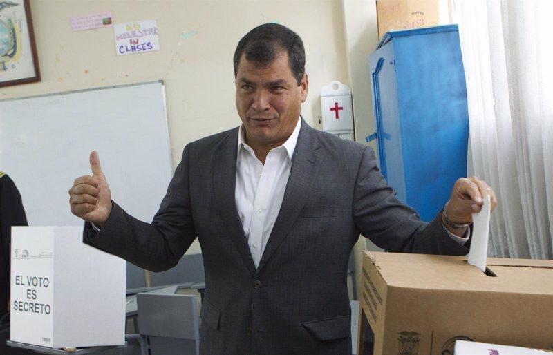Los ministros del gobierno de ecuador presentan su renuncia for Ministros del gobierno