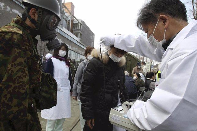 Controles en la central nuclear de Fukushima