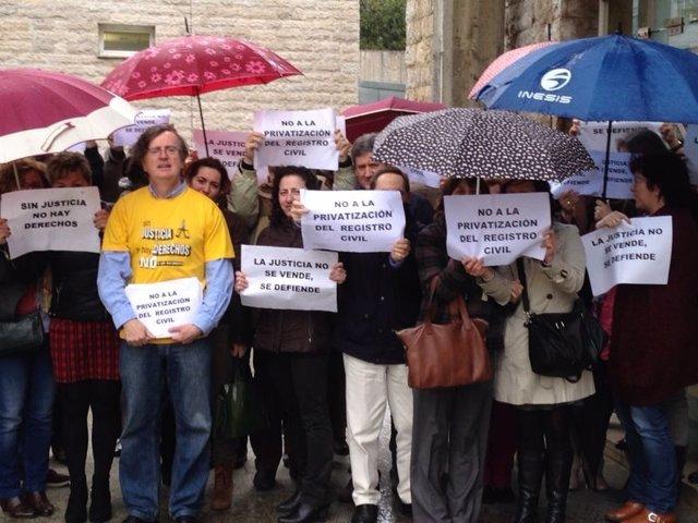 Protesta contra privatización registros civiles