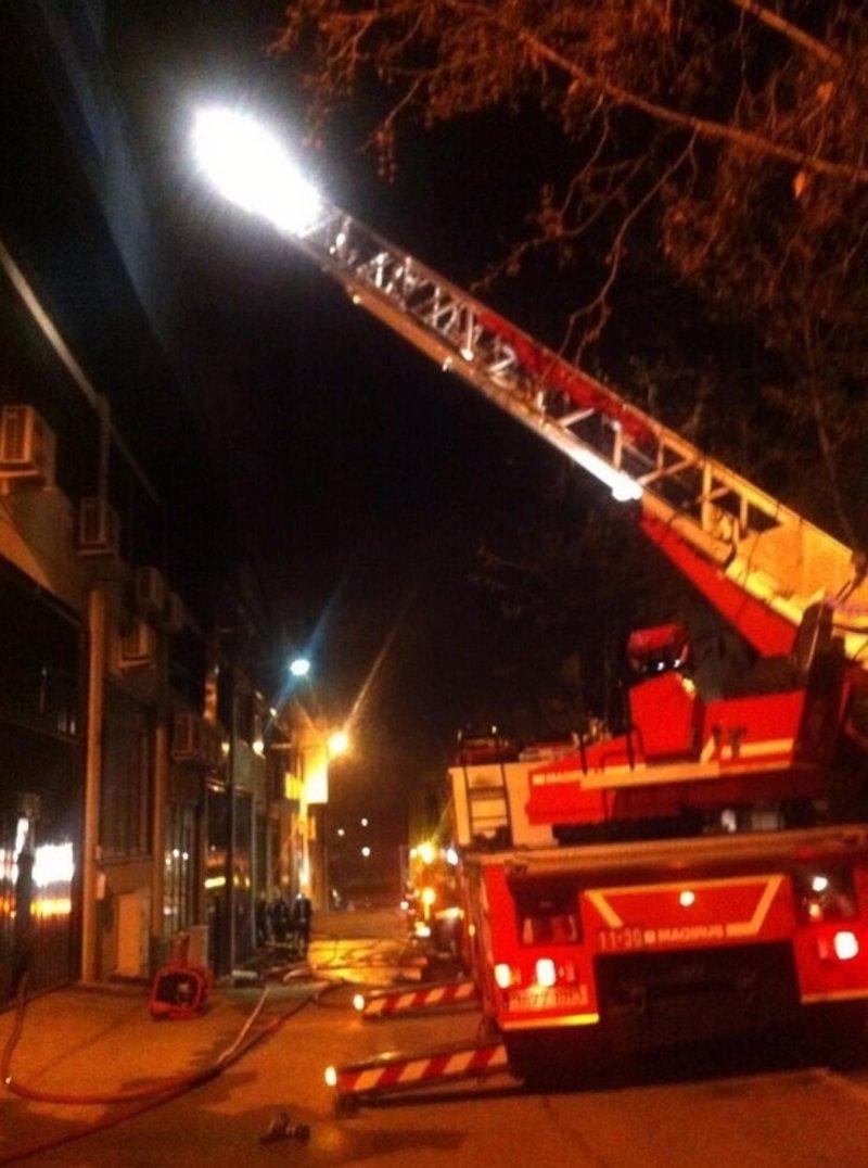 un incendio arrasa un obrador de pasteler a en san