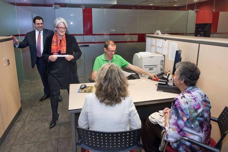 Se puede realizar la declaraci n de la renta en oficinas for Oficinas de hacienda en barcelona