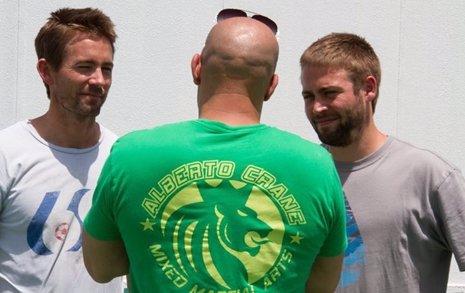 Primera imagen de los hermanos de Paul Walker en el rodaje de Fast and ...