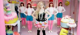 Foto: Avril Lavigne en plan 'Hello Kitty' (SONY MUSIC)