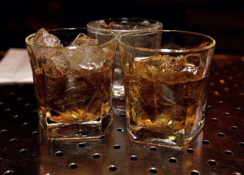 Si pasas 12 horas sin beber alcohol y te sientes inquieto tienes un problema con la bebida - Un mes sin beber alcohol ...
