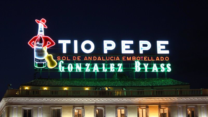 El luminoso de t o pepe ya brilla en sol for Cartel tio pepe madrid