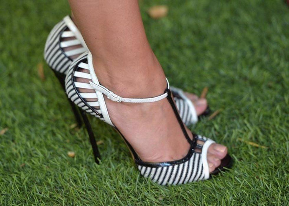 Fiesta al aire libre y temes por tus zapatos descubre for Zapatos para boda en jardin