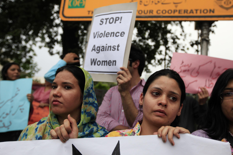Mujeres protestando contra los