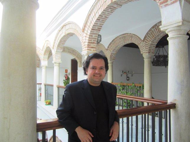 El escritor malagueño Enrique Ballesteros