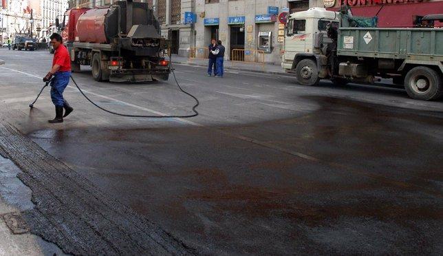 La operaci n asfalto afecta este martes al paseo del prado for Oficina de extranjeria avenida de los poblados