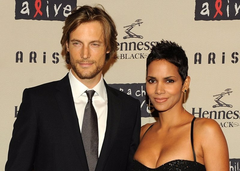 Did jamie foxx dating halle berry