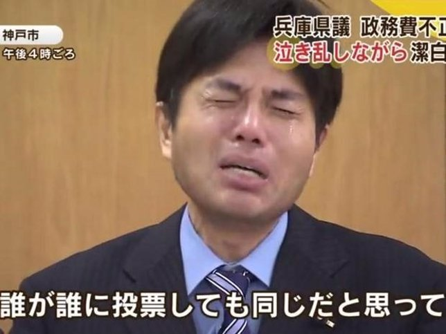 VIDEO/FOTO Politico giapponese piange in diretta
