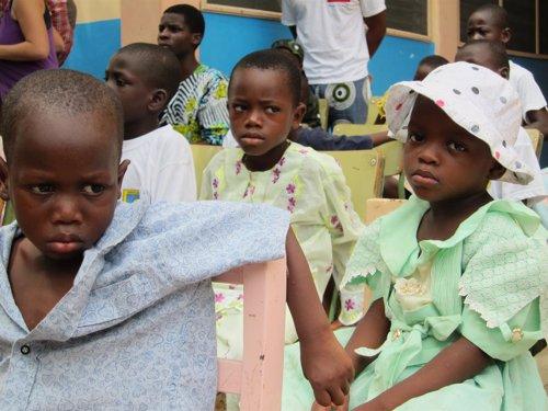 Niños Acogidos En El Centro De Mensajeros De La Paz En Benín