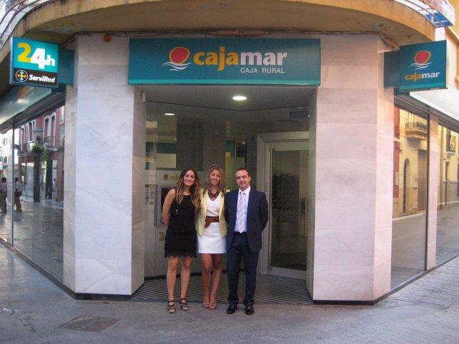 Cajamar abre en and jar su quinta sucursal en la provincia for Oficinas de cajamar en malaga