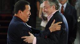 Foto: Hugo Chávez y Néstor Kirchner, declarados ciudadanos ilustres de Mercosur (REUTERS)