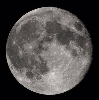 Las fuerzas de marea dieron leve forma de limón a la Luna