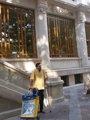 Foto: La Seguridad Social prorroga la baja a un funcionario de Correos que repartía apoyado en unas muletas