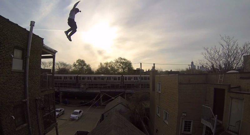 Este Hombre Se Juega El Tipo Saltando Desde Un Tejado