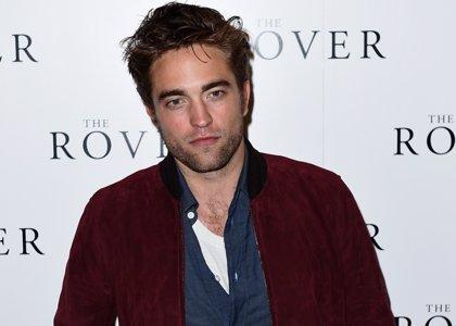Foto: Un desaliñado Robert Pattinson en la premiere de The Rover en Londres