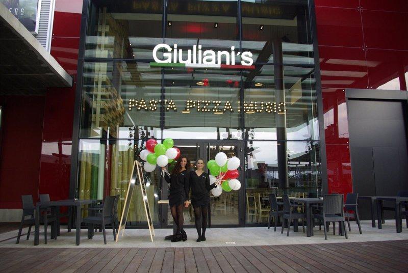 Giuliani 39 s obre un restaurant en la maquinista - La maquinista centre comercial ...