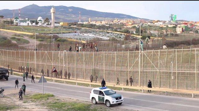 Marroquías en la valla de Melilla